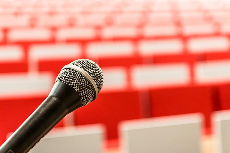 microphone-2775447_960_720-770x513